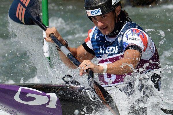 Emilie Fer a remporté ce dimanche la médaille d'or de l'épreuve de kayak monoplace comptant pour les finales de la Coupe du monde de slalom, disputées au stade d'eaux-vives de Pau.