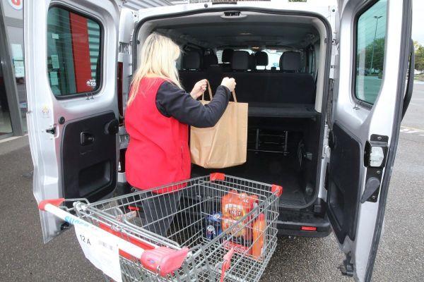 """Pour Brice Meunier, directeur de supermarché à Ceyrat, près de Clermont-Ferrand, """"Le drive est un vrai phénomène de société""""."""