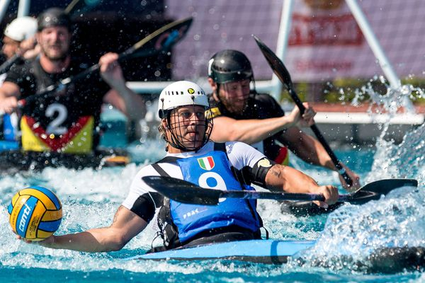 Le kayak-polo, c'est un mélange de kayak, de handball et de water-polo