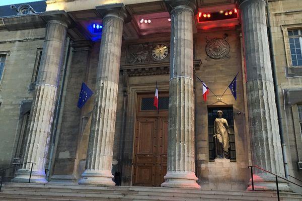 Le procès s'ouvre jeudi 14 novembre, devant la cour d'assises de la Marne, à Reims. Il s'achèvera lundi 18 novembre.