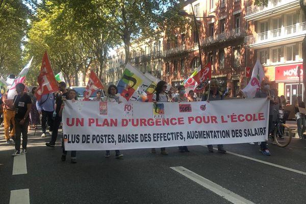 1200 personnes environ ont défilé dans les rues de Toulouse ce jeudi 23 septembre lors de la journée nationale de mobilisation des enseignants.