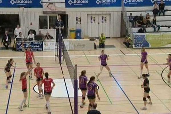Une victoire en trois sets 25-12 25-14 25-11 face à Walferdange