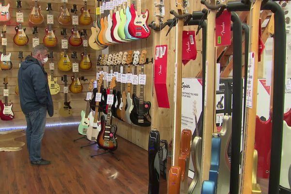 Avec le déconfinement, de nombreux débutants affluent dans les magasins de musique pour acquérir leur premier instrument. - Montpellier (Hérault)