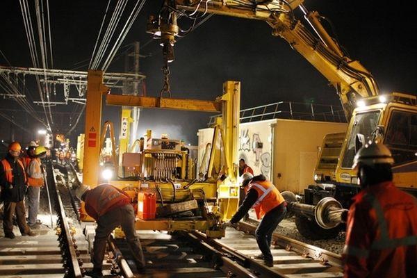 Un chantier de pose d'aiguillages à Bordeaux en 2012