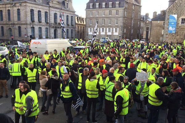 Manifestation de Gilets Jaunes le 24 novembre 2018 à la préfecture de Saint-Brieuc
