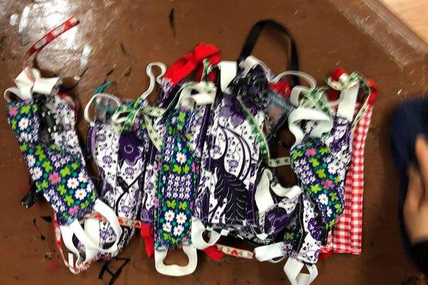 A vos masques - Marseille la Plaine distribue des masques à l'association Le coup de pouce du cœur.