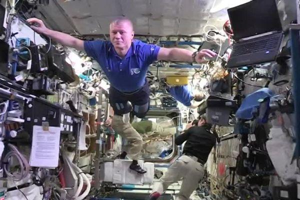 """Le premier """"Mannequin challenge"""" à bord de l'ISS."""