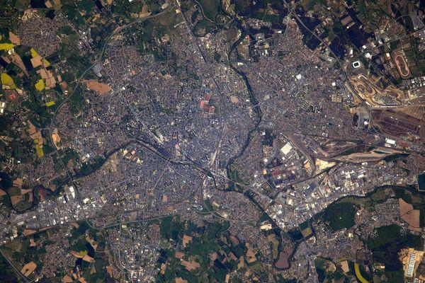 Depuis la station spatiale internationale, l'astronaute français Thomas Pesquet a pris cette photo de la ville du Mans, dans la Sarthe.