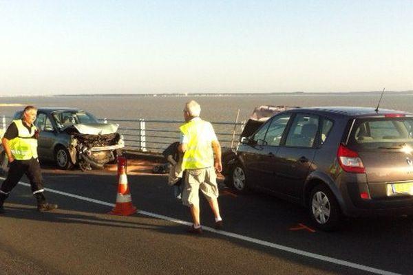 Un des accidents survenus sur le pont d'Oléron hier soir.