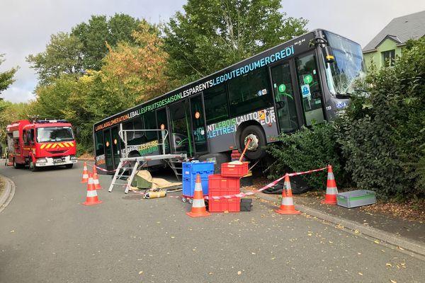 Le car transportant 48 collégiens a fait une sortie de route à Changé, Mayenne