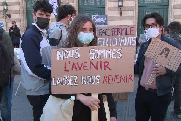 Les étudiants en colère ont défilé dans le centre-ville de Montpellier