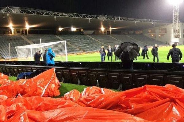 Reporté le 31 octobre dernier en raison de l'impraticabilité du terrain au stade des Costières, le 16e de finale de Coupe de la Ligue entre le Nîmes Olympique et l'AS Saint-Etienne a été fixé au mardi 27 novembre à 19h.
