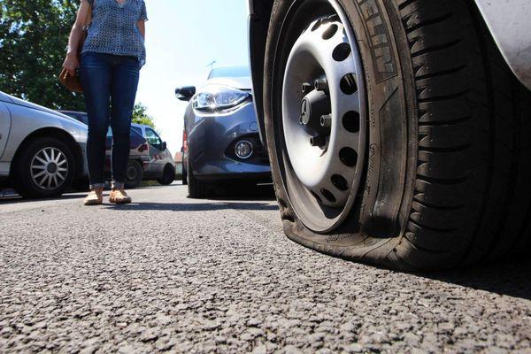 Le serial creveur de pneus a également reconnu être l'auteur de menaces de mort anonymes contre le maire de Souillac