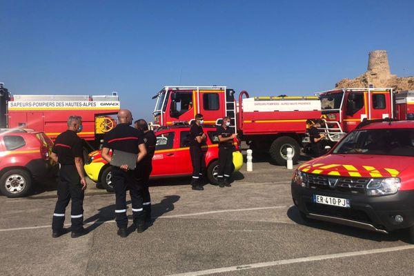 Des Pompiers des Alpes de Haute-Provence et des Hautes-Alpes sont arrivés en renfort ce dimanche en Corse.