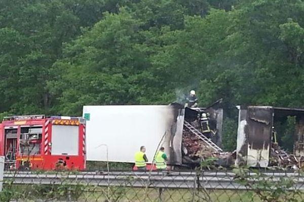 Un poids lourd a pris feu le long de l'A63 au niveau de la commune de Canéjan en Gironde