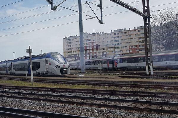 Trains près de la gare de Clermont-Ferrand - Image d'archives