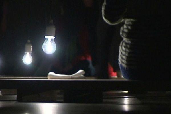 L'exploration sensorielle offerte au public par les suédois du Collectif Mélo commence par une cérémonie du thé...