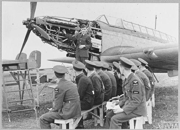 Des pilotes polonais en formation dans une base de la Royal Air Force, à Blackpool, en Angleterre, le 27 août 1940.