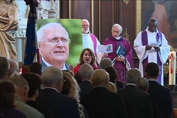 Le portrait de Philippe Leroy dressé dans le chœur de l'église Saint-Marien de Vic-sur-Seille pour ses obsèques