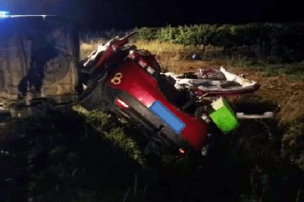 Une voiture fortement endommagée après un accident à Saint-Gilles, dans le Gard - 23 août 2015