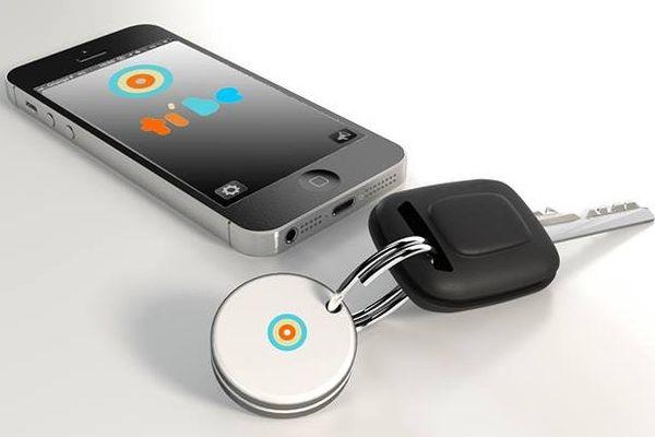 La Société Ticatag commercialise un produit malin: une application pour Androïd ou iPhone et un jeton bouton.