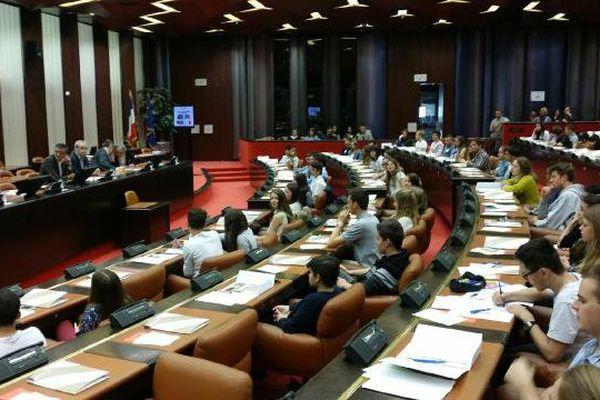 120 lycéens ont participé à une simulation de séance du Parlement européen au Conseil régional de Bourgogne.