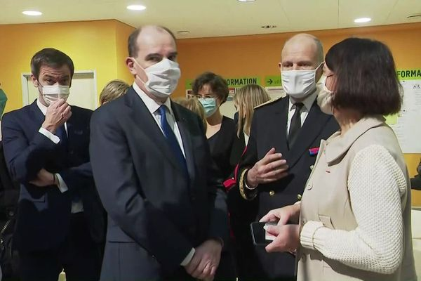 A l'hôpital de Mercy, Jean Castex a pu échanger avec Marie-Odile Saillard, directrice du CHR de Metz-Thionville ainsi que Laurent Touvet, Préfet de la Moselle