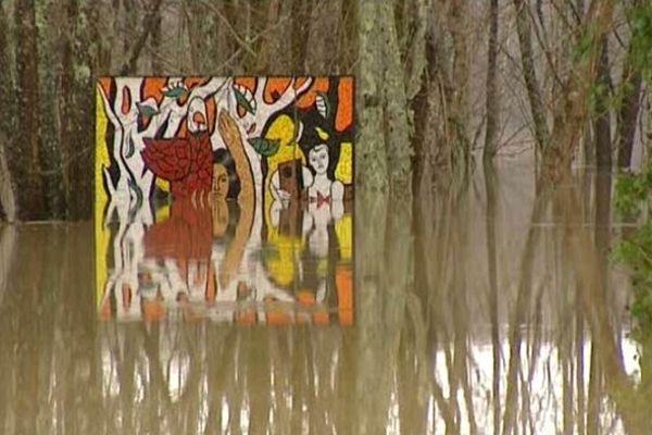 Entre autres, des oeuvres de Rodin et de Léger se trouvent sous l'eau salée.