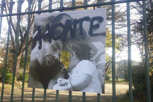 L'une des photographies vandalisées