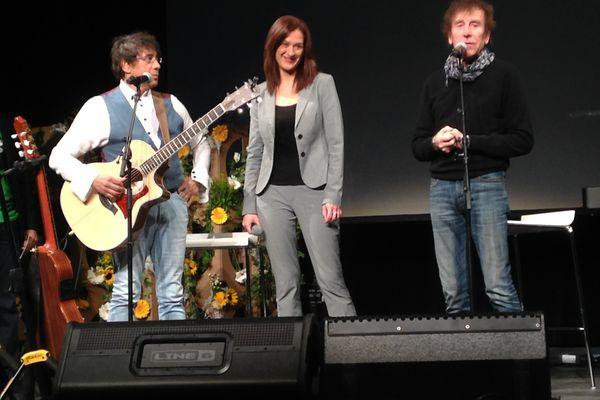 Sandrine Bélier entourée d'Alain Souchon et de Laurent Voulzy