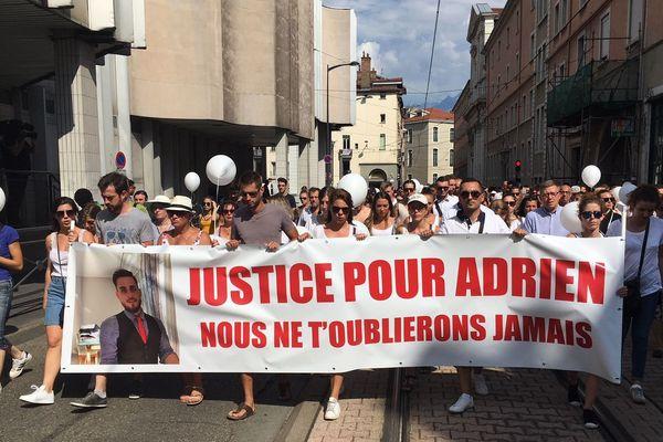 Un millier de personnes environ ont marché en souvenir d'Adrien Perez