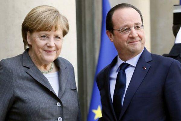 François Hollande accueillant Angela Merkel à son arrivée à l'Elysée ce 19 février