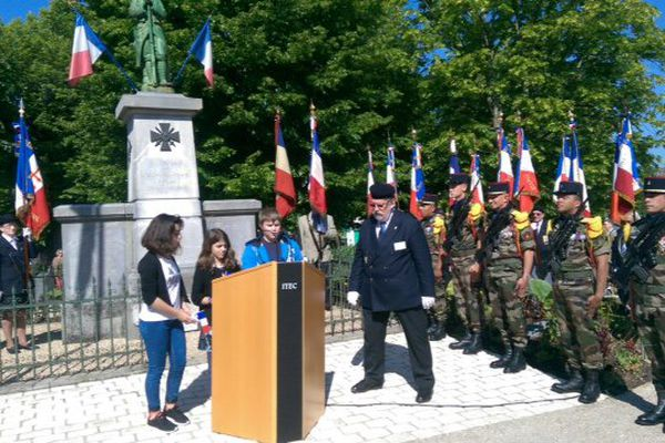 Des enfants de 11/12 ans ont participé ce matin à la cérémonie de commémoration de la Résistance à La Roche-Posay.
