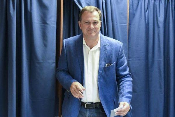Louis Aliot votant lors des législatives en juin 2017.