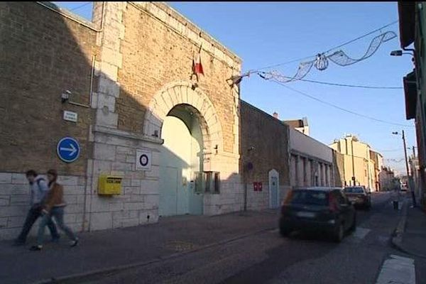 L'homme est écroué à la Maison d'arrêt de Valence.