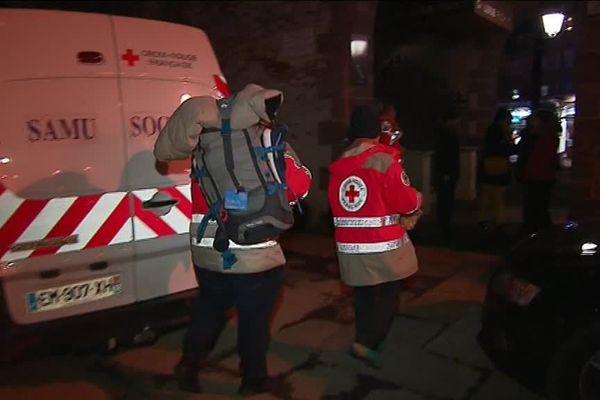 A Rodez, la croix rouge a distribué des Sacs à dos aux sans abris de la ville
