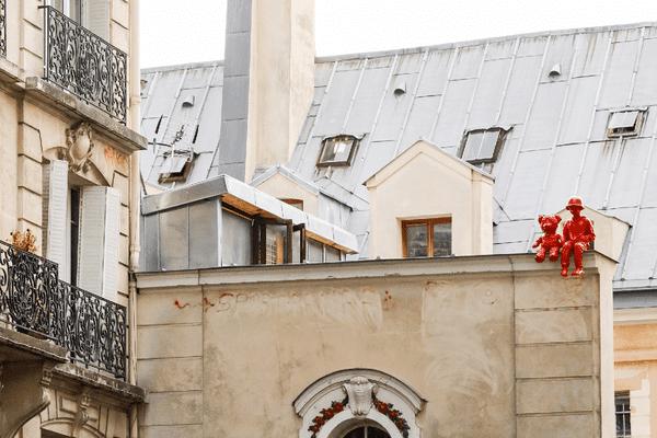 """""""Les petits veilleurs"""", la nouvelle sculpture de James Colomina, à Paris."""