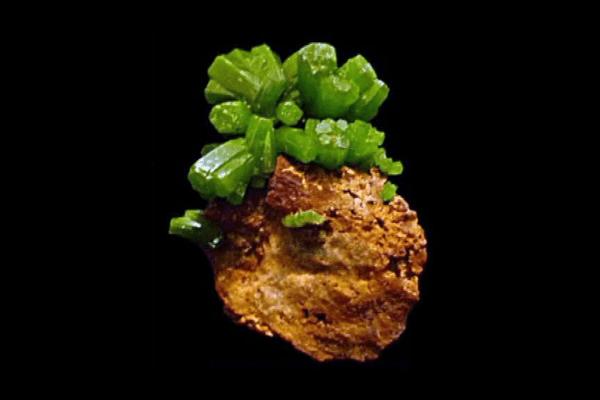 La couleur unique de la pyromorphite de la mine des Farges fait la renommée du site dans le monde entier
