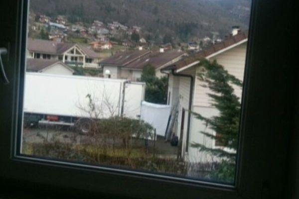 La fouille du domicile du suspect en février