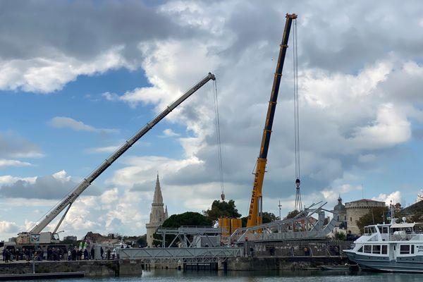 À La Rochelle, le pont du Gabut, dit pont Scherzer, a regagné son socle après plus d'un an de travaux.
