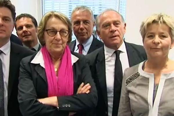 La Ministre Marylise Lebranchu, en visite à l'Université de Bourgogne, entourée par Laurent Lagrost, Coordinateur du laboratoire d'excellence (à g.), François Patriat (à d.), Président de la Région Bourgogne, Marie-Guite Dufay (à d.), présidente de la Région Franche-Comté