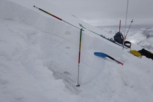 Test nivologique effectué par l'association data-avalanches en Haute-Maurienne ce jeudi, à 3500 mètres d'altitude sous le sommet de l'Albaron