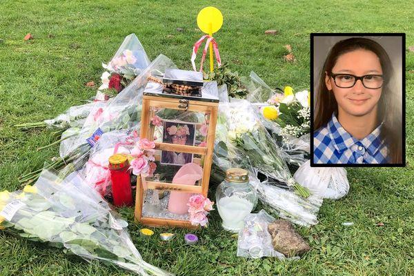 A Sallaumines, des fleurs et des bougies ont été déposées sur le lieu du drame. En médaillon, Laura Bernard, 17 ans.