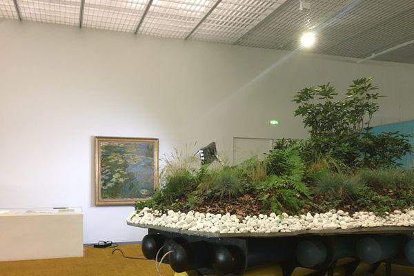 """Le """"Bassin des Nymphéas"""", de Monet, à l'entrée de l'exposition """"Jardin infini"""" (Centre Pompidou - Metz)."""