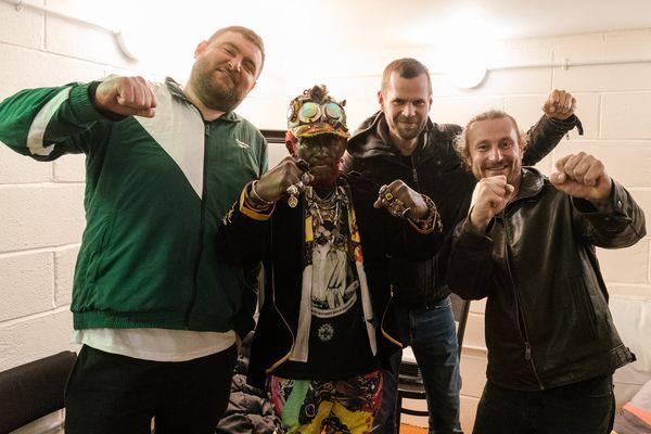 Lee Scratch Perry et le groupe strasbourgeois ERM lors de leur dernière tournée en 2019