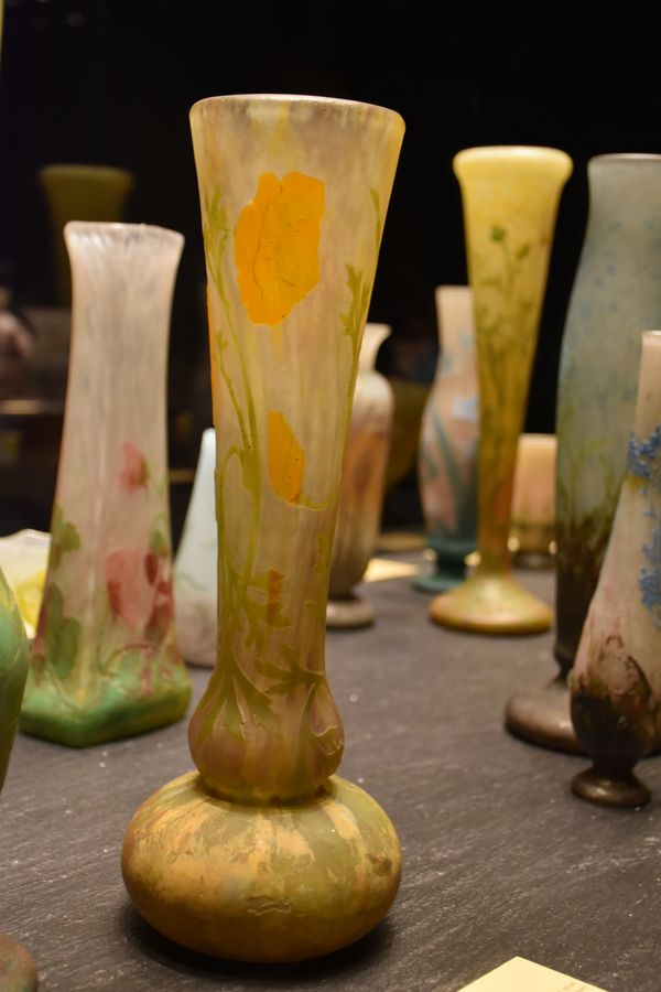 Vase Pavots. 1911. Verre soufflé-moulé, multicouche, lamelles, gravé à l'acide et à la roue. Donc Cristalleries Daum