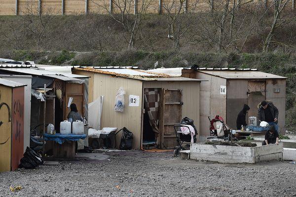 Le camp de migrants de la Linière à Grande-Synthe, le long de l'autoroute A16.