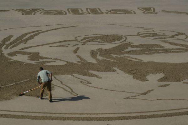 JBen a achevé sa fresque en hommage à Soeur Emmanuelle à l ami-journée ce lundi 8 octobre. Elle va être recouverte par la marée.