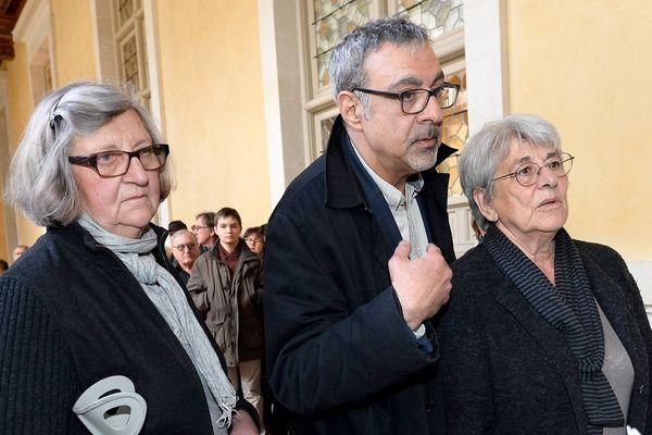 Jean-Charles Le Roux avec ses deux soeurs