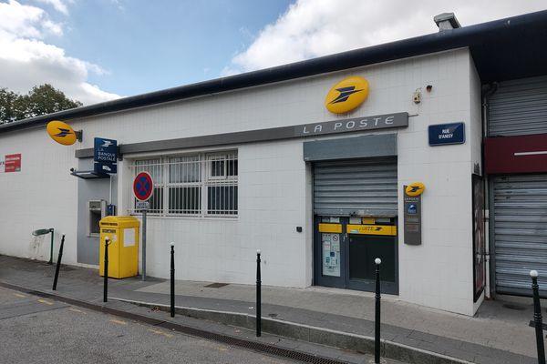 Le bureau de Poste du Calvaire St Pierre va fermer, tout comme ceux de Vaucelles et de la Demi-Lune.